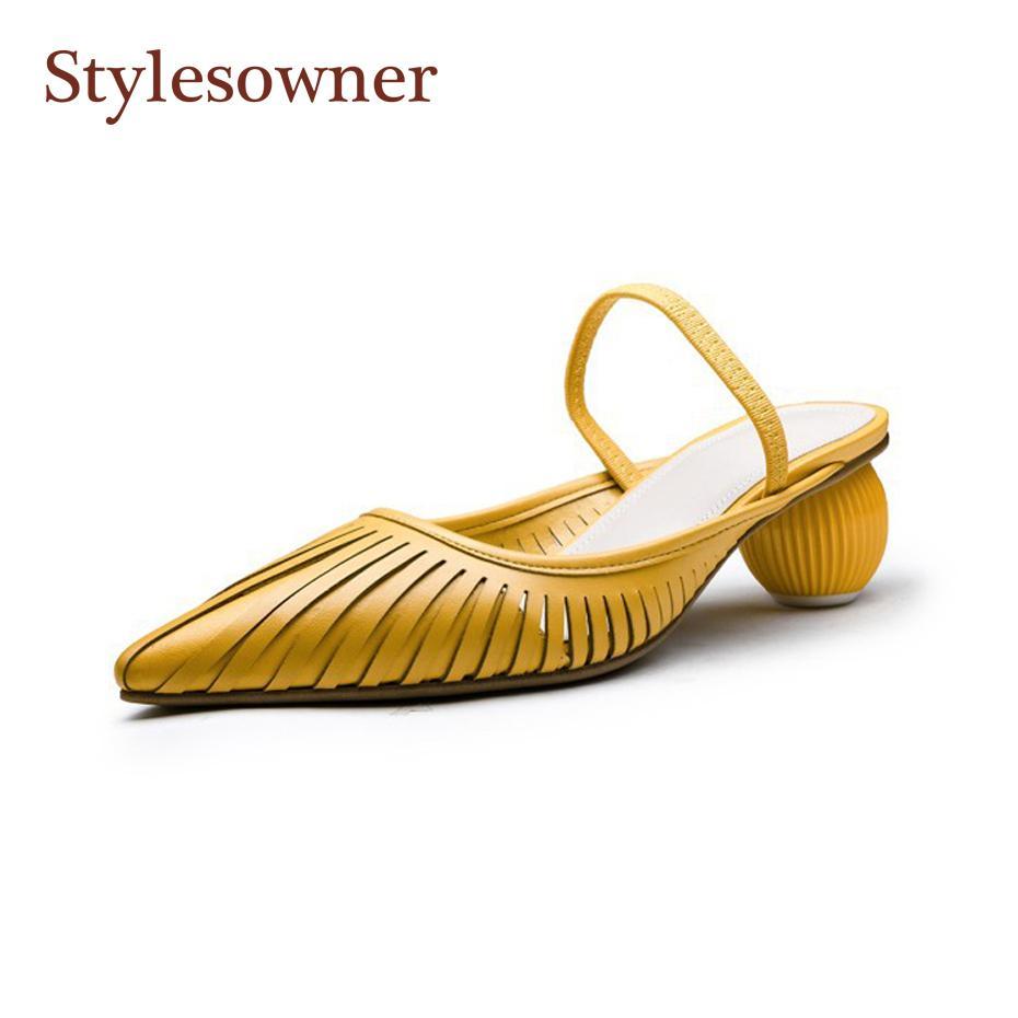 5ff059c0ea91b0 Stylesowner 2019 escavar elegante mulher chinelo sapatos apontou Toe Strap  boca rasa moda sapato branco amarelo cortar sapato