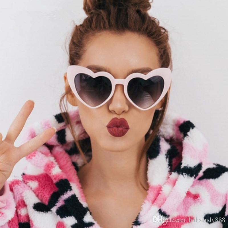 nuovo prodotto f0f53 e1699 2018 new s vintage Occhiali da sole Moda Love Heart Occhiali da sole Donna  carino sexy retrò Cat Eye Vintage economici SunGlasses rosso femminile