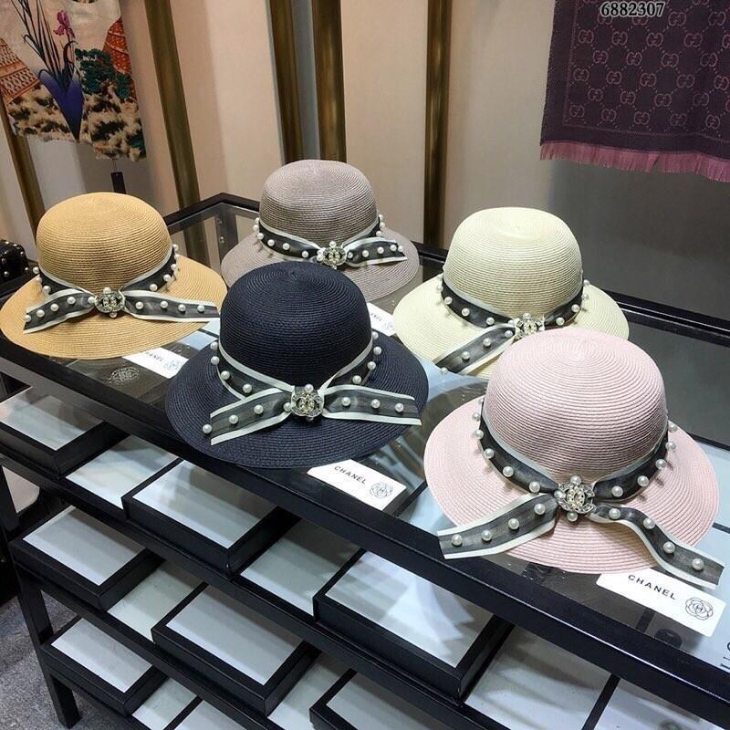817eb8667a41f Compre El Sombrero Clásico De Temperamento Para Mujer Se Siente Muy Bien  Como Un Sombrero De Playa Súper Hermoso
