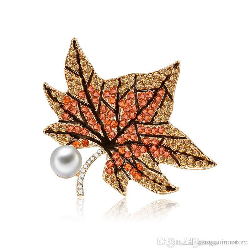 Fashion Hot Sale Maple Leaf Crystal Rhinestones Brooches Scarf Holder Scarf Business Suit Brooch Clips Fashion Jewelry Wholesale