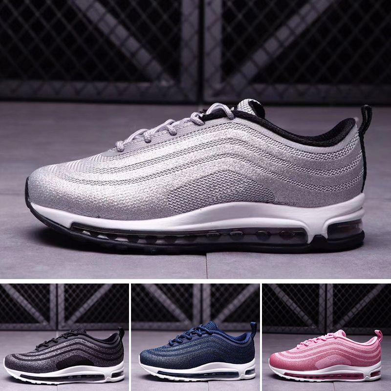 29d93df9584 Acheter Nike Air Max 97 Jeunesse Enfants 97 Chaussures Og Triple Blanc  Chaussures De Course Garçons Fille Métallique Or Argent Bullet Rose Hommes  Formateur ...