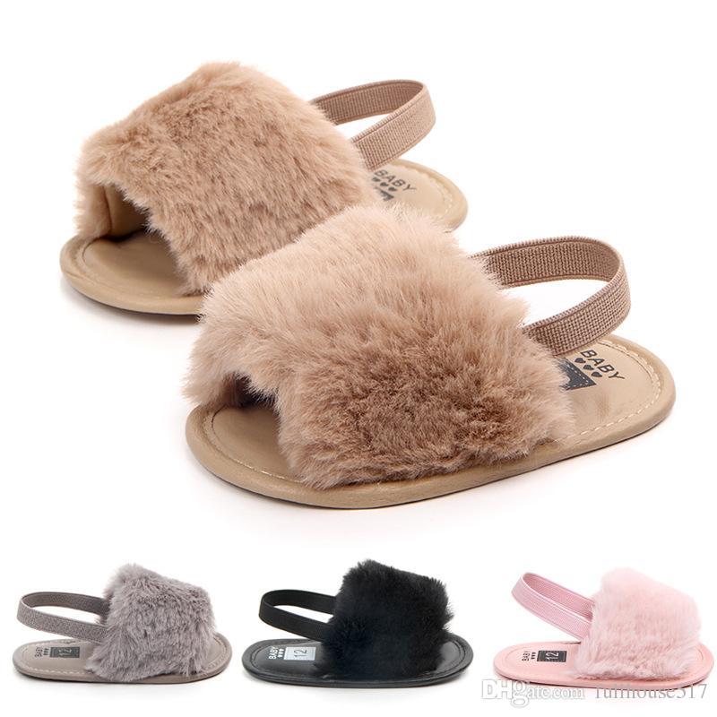 c8c7e5987 Compre La Niña Se Desliza Sandalias Con Piel Infantil Zapatillas De Piel  Zapatos Peludos Para Niños Pequeños Con Elásticos Correa Trasera Zapatos  Planos ...