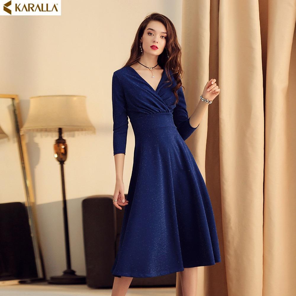 online store 10e7f 69cc3 Abito elegante donna in seta brillante Vogue Abito elegante donna in  velluto a pieghe blu con scollo a V C441