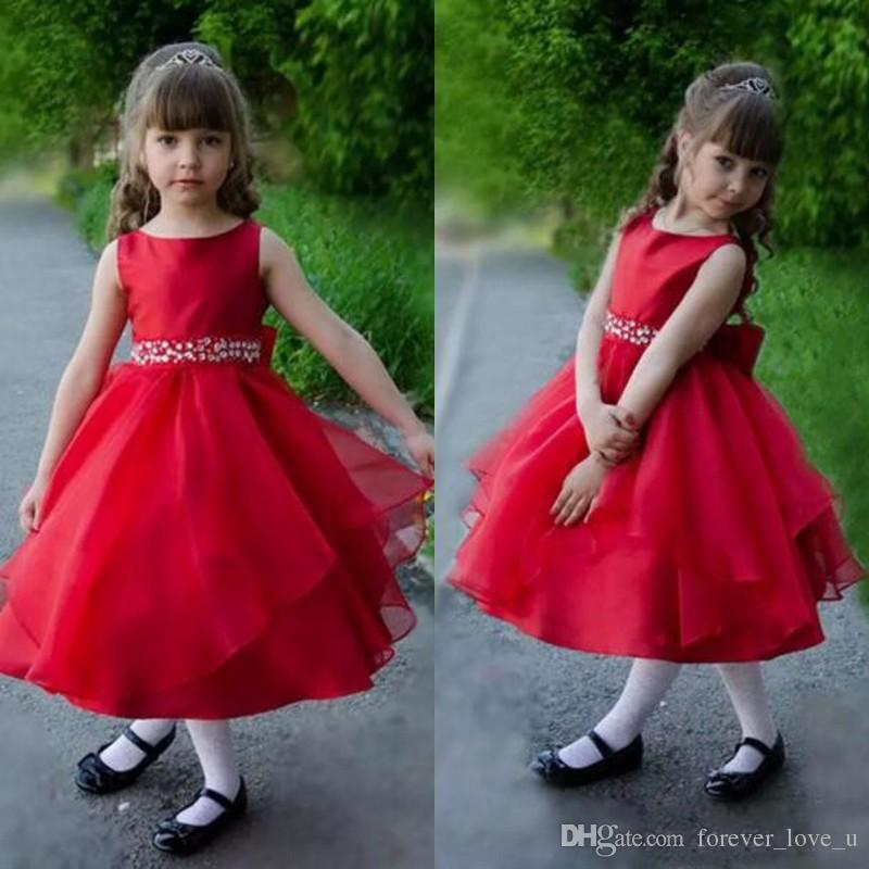 Acquista 2019 Abiti Da Bambina Rosso Fiore Carino Bateau Neck Senza Maniche  Lunghezza Tè Bambini Abiti Formali La Cerimonia Nuziale Con Perline  Cristalli ... 8f2513bd8fa