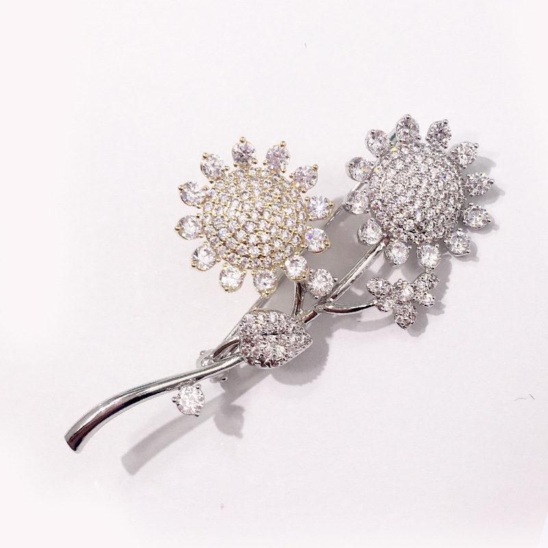 bb017c5c4bc54 Luxury Flowers Brooches Designer Full Diamond Flower Brooch Fashion Womens  Rhinestone Brooches Girl Hip Hop Jewelry Lover Gift