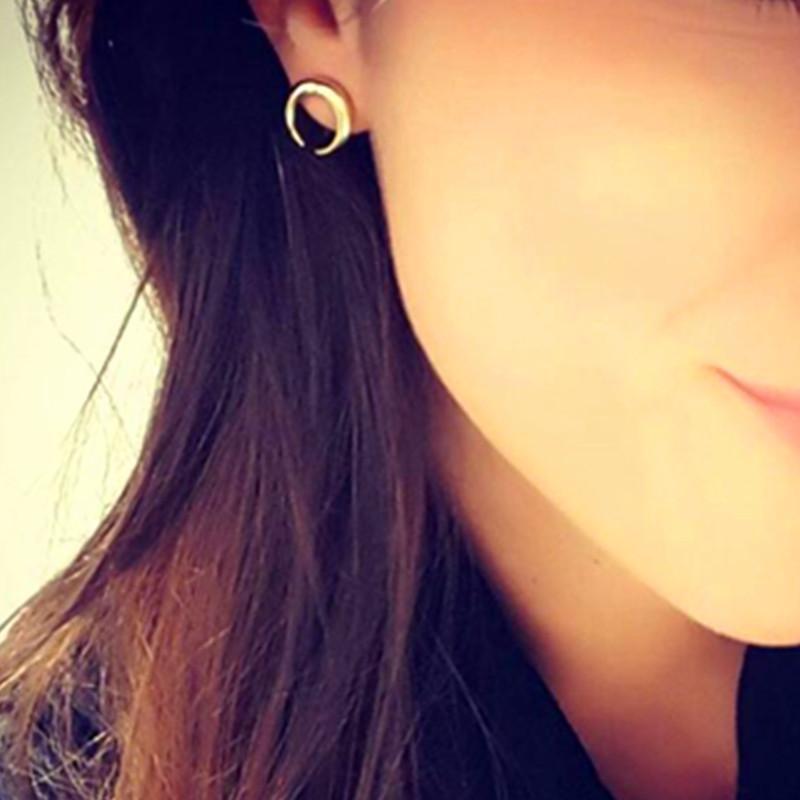 E058 Nouveau Croissant De Conception Boucles D'oreilles Or Couleur Moon Boucles D'oreilles Bijoux De Mode Femmes En Gros Petit Bateau Oreille Accessoires