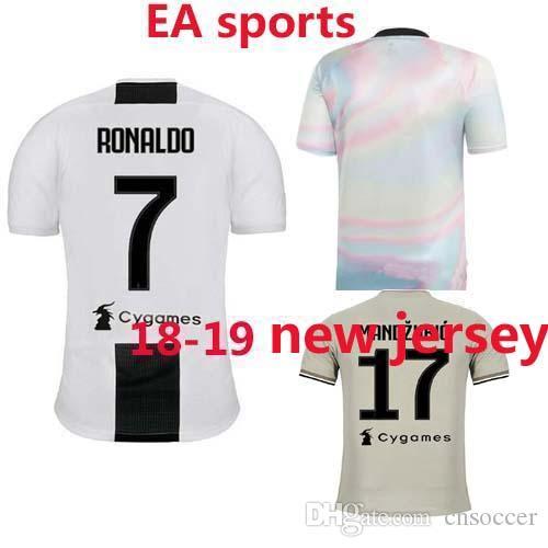 68277b8334 Compre Juventus Ea Sports Jersey Ea Sports Camisa De Futebol 2018 2019 Casa  DYBALA HIGUAIN MANDZUKIC Camisa De Futebol D. Costa BUFFON PRETO BRANCO  2019 3rd ...