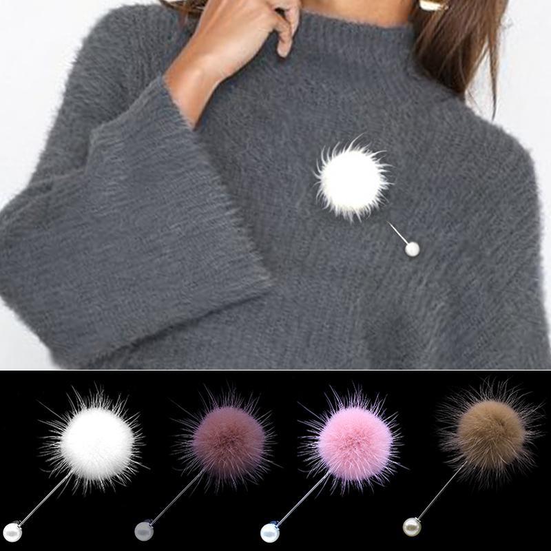 07ed5812e111 2019 neue nette Charme Simulierte Perle Brosche Pins Für Frauen Koreanische  Pelz Pompon Ball Piercing Revers Broschen Kragen Schmuck Geschenk