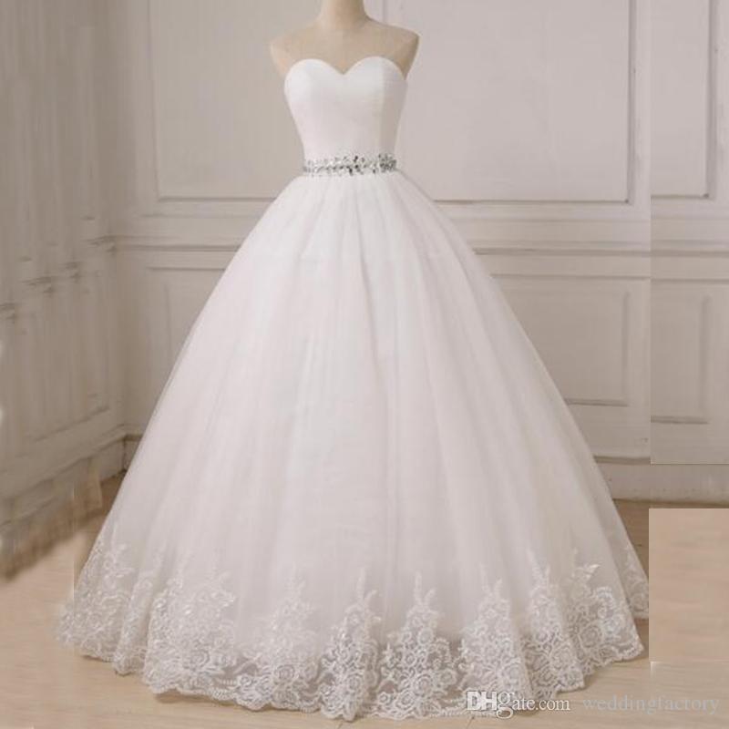 Princesse Simple Robe De Bal Robes De Mariée Sweetheart Sans Manches Ruché Top Cristaux Ceinture à Lacets Corset Arrière étage Longueur Robes De