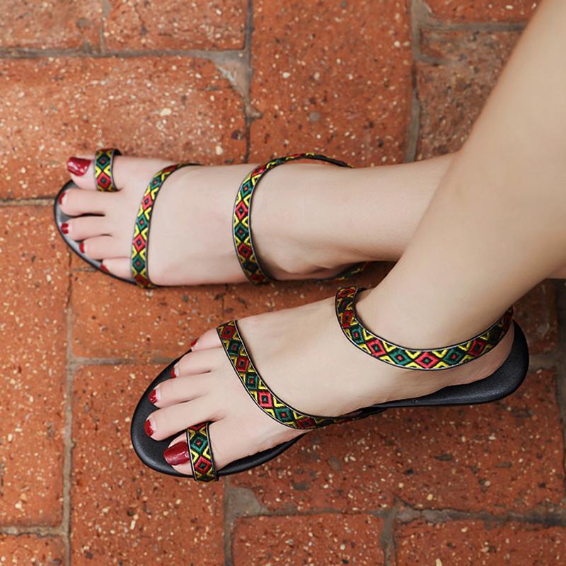 a9a853204 Compre Mulheres Plana Sandálias Gladiador 2018 Sapatos De Verão Feminino  Plus Size 35 42 Chinelos Sandálias Das Senhoras Sandálias De Praia Plana  Artesanal ...