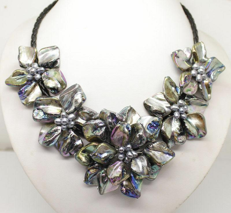 7a8b95def40f Compre Collar De Perlas Naturales Concha Negra Perla De 5 Flores Colgante  De 18 De Largo A  43.87 Del Newcollection