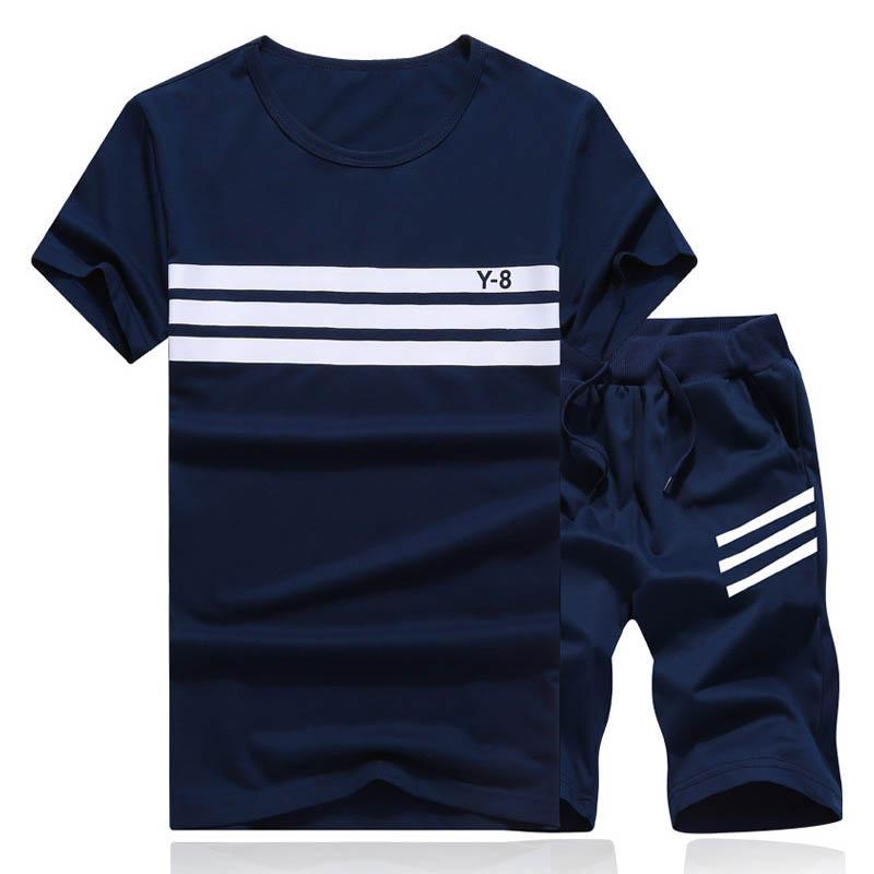 Compre 2018 Conjunto De Verão Homens Causal Praia Ternos Calções De Manga  Curta Sweatsuit + Calças Moda Treino Mens Sportsuits Camiseta + Shorts De  ... 8a885d378904a