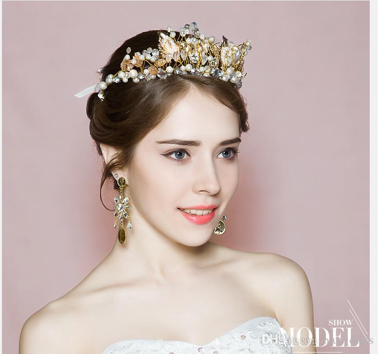 0ef61f617cc2 Роскошные золотые свадебные аксессуары стразы свадебные короны свадебные  украшения диадемы жемчужные аксессуары для волос блестящие свадебные диадемы