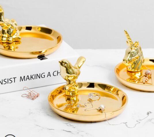 d757134f88f4 Luz nórdica de lujo caja de joyería de oro placa de cerámica bandeja de  anillo de bodas almacenamiento de joyas decoración de joyas adornos