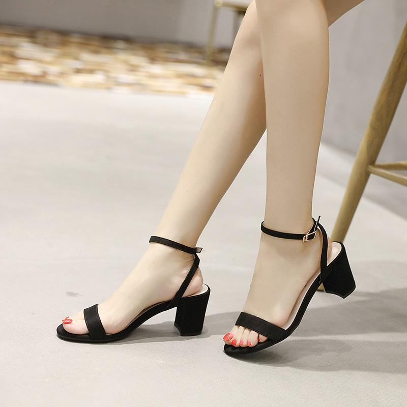 bbd129c56cd Compre Zapatos Mujer Verano Tacones Altos Hebilla Correa Sandalias Mujeres  Gladiador Sexy Negro Tacones Abiertos Bloque De Tacones Para Mujer Zapatos  ...