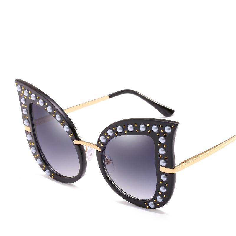 Compre 2019 Mulheres Óculos De Sol Brilhantes Moda Óculos De Rebite De Pêra  Retro Full Frame Marca De Luxo Óculos Boa Qualidade Proteção UV Óculos De  Sol Do ... c3c10cf778