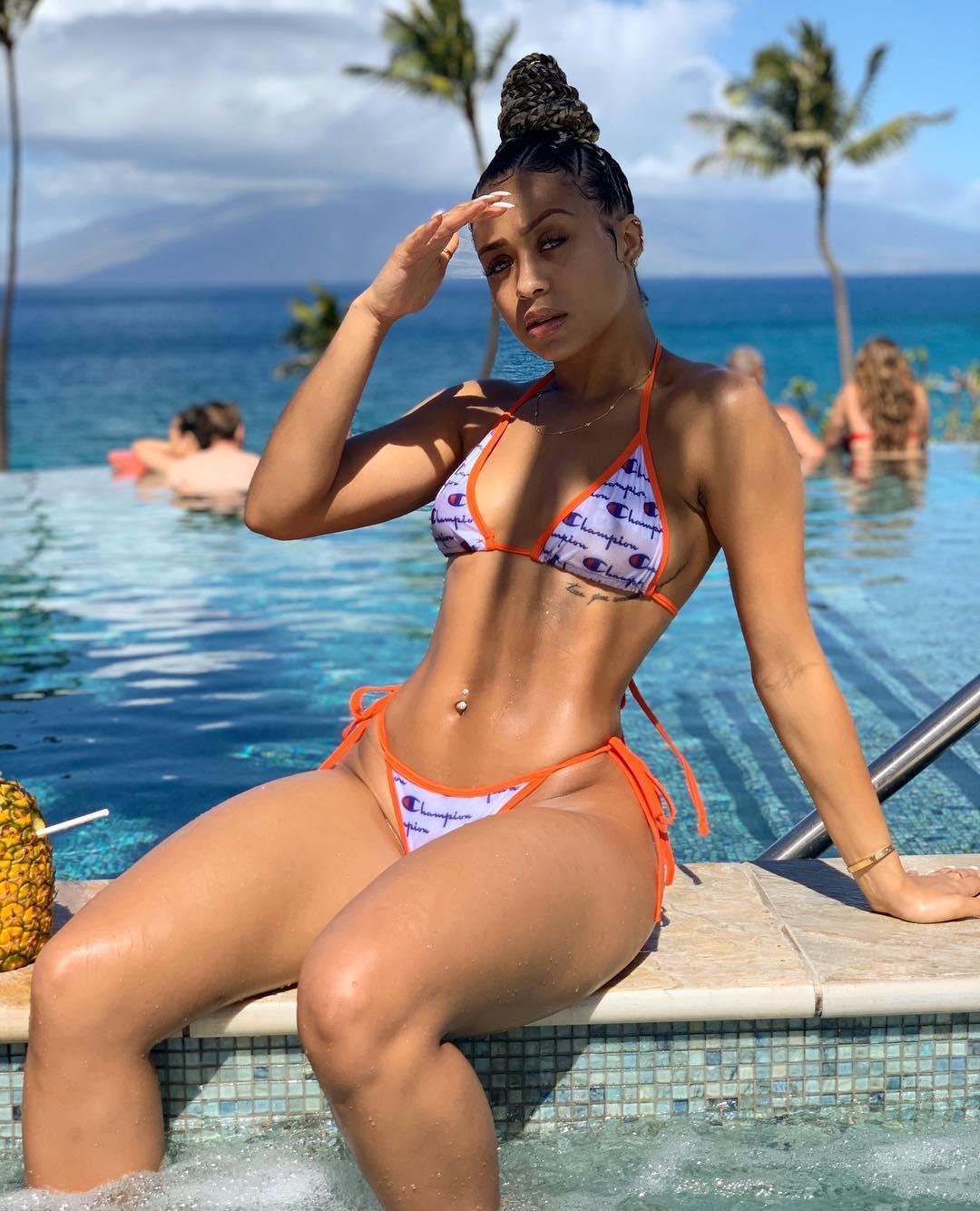 fc98b2f4bf85d0 Champions Brief Frauen Badeanzug Mädchen Bademode CHAMPI Bikini Set Strand  Kleidung Solid String Bikinis Zweiteilige Damen Schwimmen Tragen C3195