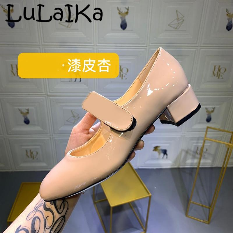 2019 Hot Solid Color Patent Leather Lady Pump Round Head Buckle Square Heel Shoes Sexy Shining Metal Decoration Woman High Heels