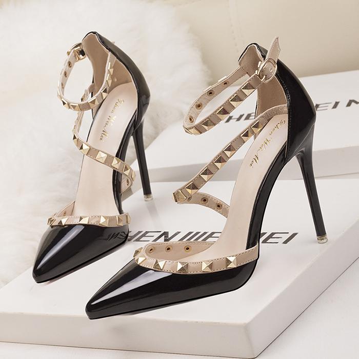 Pie Dama Stiletto Negras De Tacones Atractivo Puntiagudo Mujeres Profunda Zapatos Bombean Las Moda Poco Altos Remaches El Dedo Boda Charol Del D9IEeWHY2