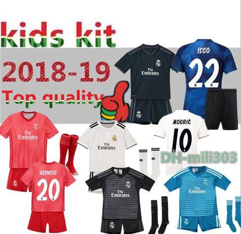 adba68b96ac00 Compre 2018 2019 Real Madrid Kids Camiseta De Fútbol Kit 18 19 RONALDO  BENZEMA ISCO BALE ASENSIO MODRIC Camisetas Juveniles Casa Infantil Uniformes  De ...