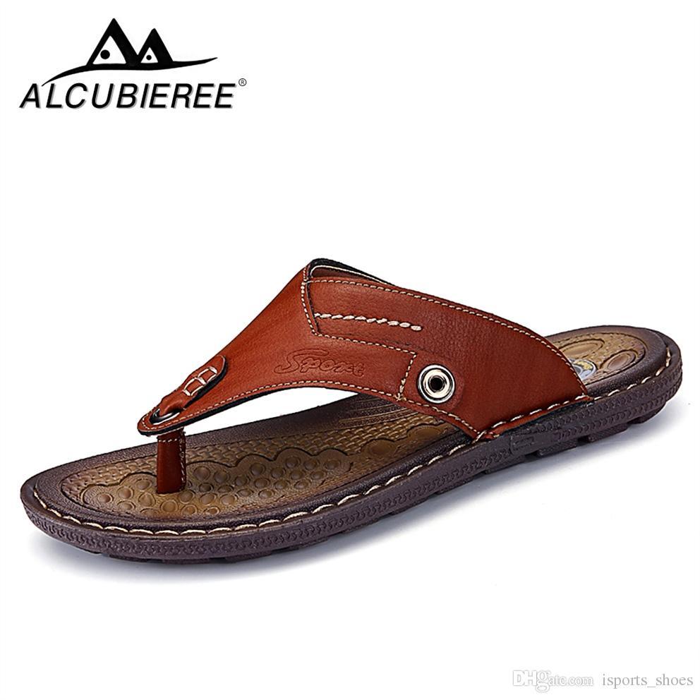 e74815469cece8 Chinelos de verão Sapatos de Praia Flip Flops Sandálias De Couro Dos Homens  2018 Casual Praia de Verão Chinelos Sandálias Sapatos de Couro Adulto ...