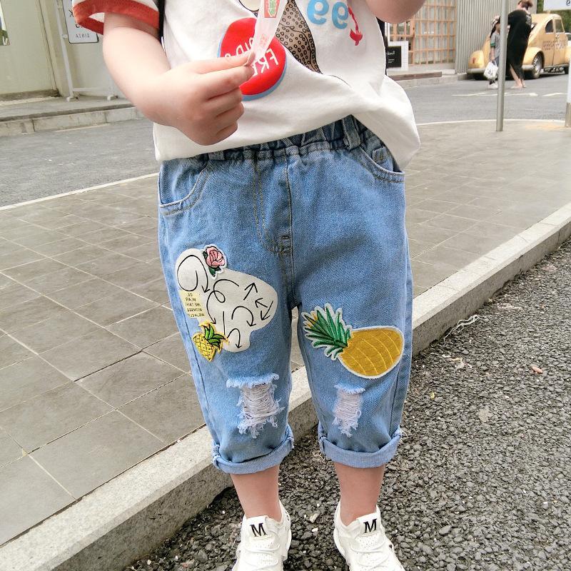 63ef78579 Compre Niñas Niños Verano Otoño Moda Jeans Niños Patrón De Dibujos Animados  Pantalones Vaqueros Rasgados Bebé De Mezclilla Azul Todos Los Pantalones ...