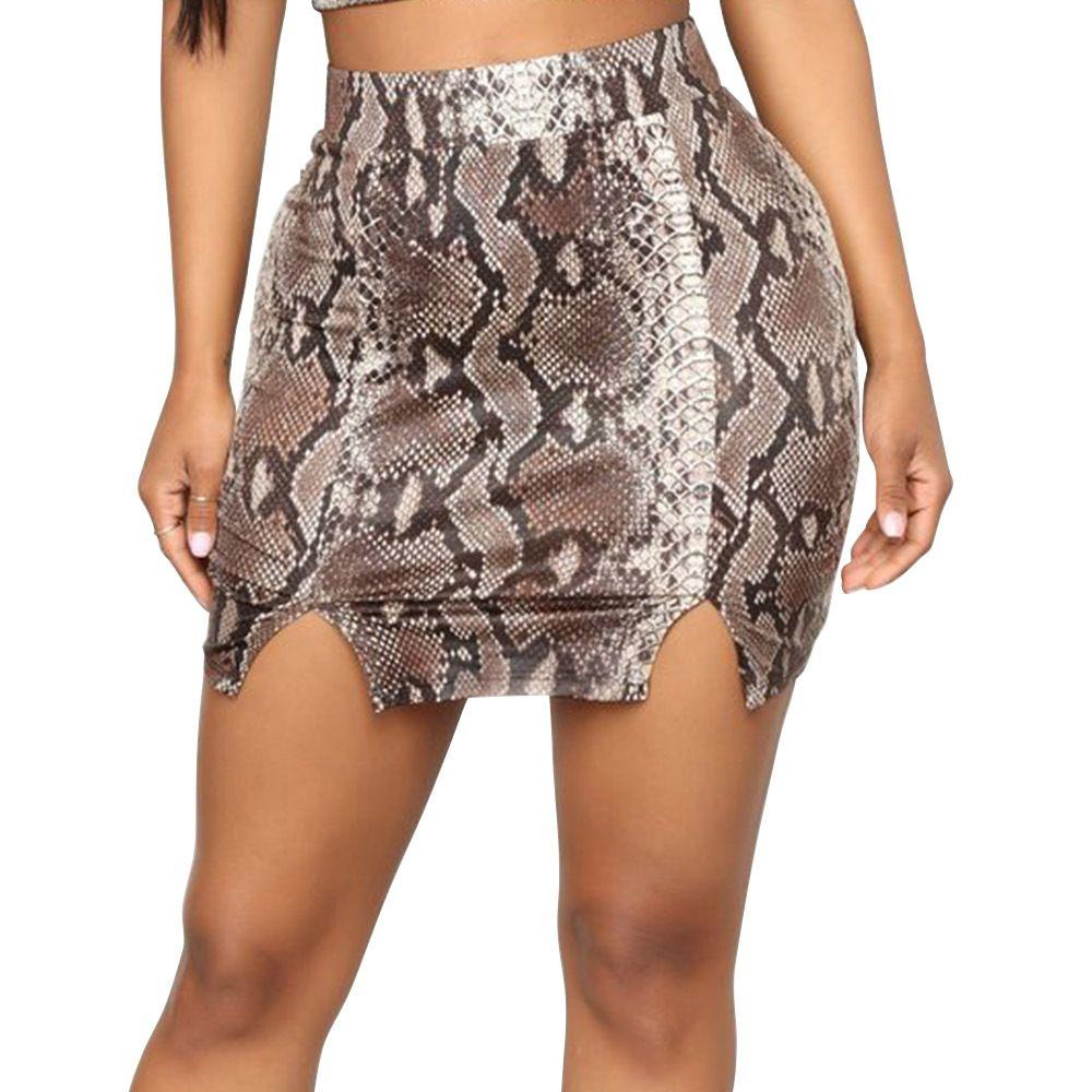 a244abbf25 Compre Sexy Falda Bodycon Falda Estampado De Piel De Serpiente Ropa Mujer  2019 Primavera Asimétrica Split Negro Rojo Trajes Mini Faldas Fiesta Club  Uzun ...