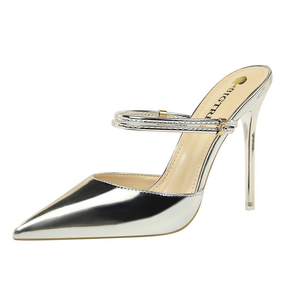 f3df587de2 Compre Sapatos De Vestido POADISFOO Estilo Moda De Metal Com Alta Salto  Alto Sexy Era Boca Rasa Fina Apontou Diamante Fivela Com Palavra Chinelos  DS 86 12 ...