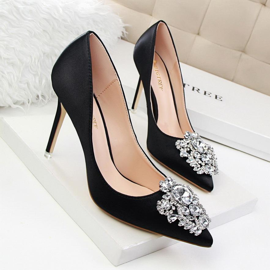 Beautiful Lady Dress Shoes Rhinestone Design Women Pointed Toe Thin High Heels Satin Sexy Party Festival Wedding Shoes Women Pumps