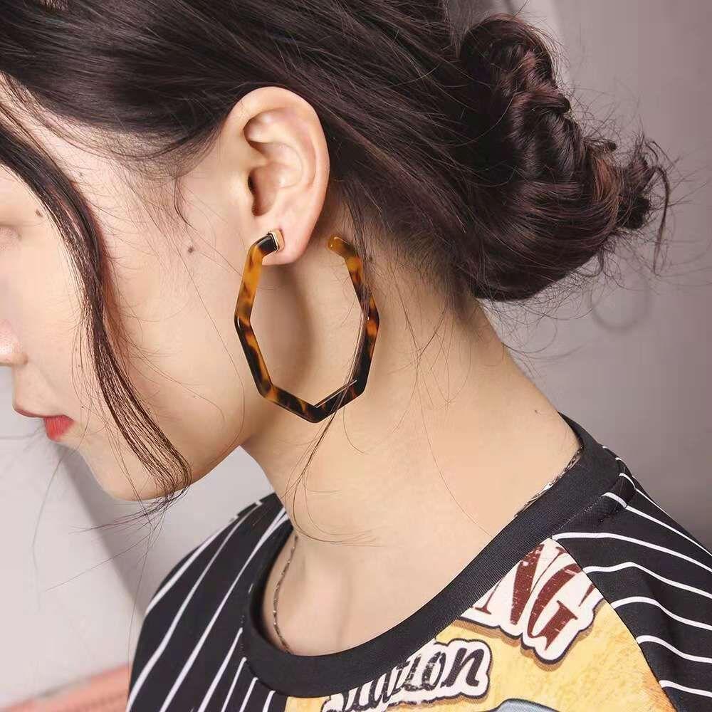 Leopard Print Hoop Earrings for Women Retro Resin Acrylic Leopard Print  Huggie Earring Girl Western Hot Sale Designer Jewelry Four Colors Leopard  Print Hoop ... dbd9d9b383aa