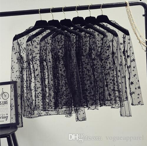 8ca3ca1ab Compre Primavera Verão Mulheres Lace Blusas Camisa Mulheres Tops Sexy Malha  Blusas See Through Manga Longa Preto Dot Estrela Listrada Camisa Blusa De  ...
