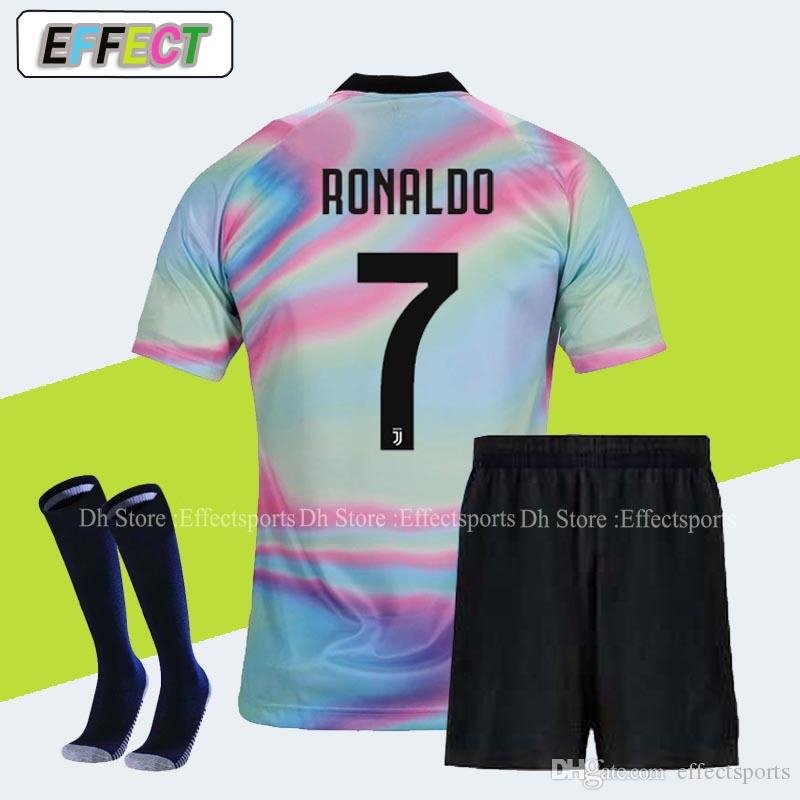 Compre 2018 Juventus RONALDO Soccer Jerseys Camisas De Futebol Kits  Completos DYBALA Kit Homens Home Away Terceiro 18 19 MANDZUKIC Adulto Camisa  De Futebol ... f35142335f0b2