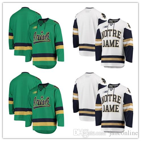 4355bd0700a Großhandel 2019 Benutzerdefinierte Notre Dame, Die Gegen Irische Eishockey  Trikots Kämpfen 15 Andrew Oglevie 24 Luke Ripley Beliebige Namensnummer Big  Ten ...