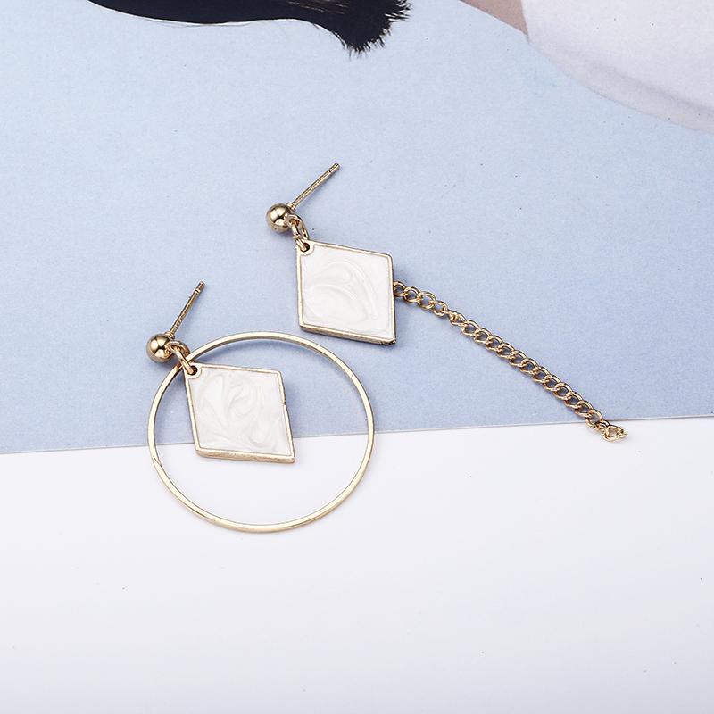 2018 neu heiß! Mode Edlen Schmuck Schöne Gold Farbe Durchbohrte Strass asymmetrische Quadratische Ohrstecker Für Frauen Geschenk e0340