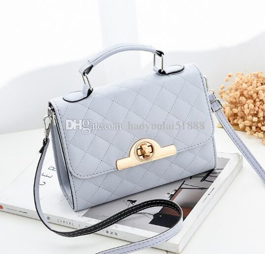 a51bc3fb72e49 Acheter Livraison Gratuite Nouveau Petit Sac Carré Couleur Pure Simple Sac  À Bandoulière Unique Couverture Type Cross Body Femme Sac De $40.61 Du ...