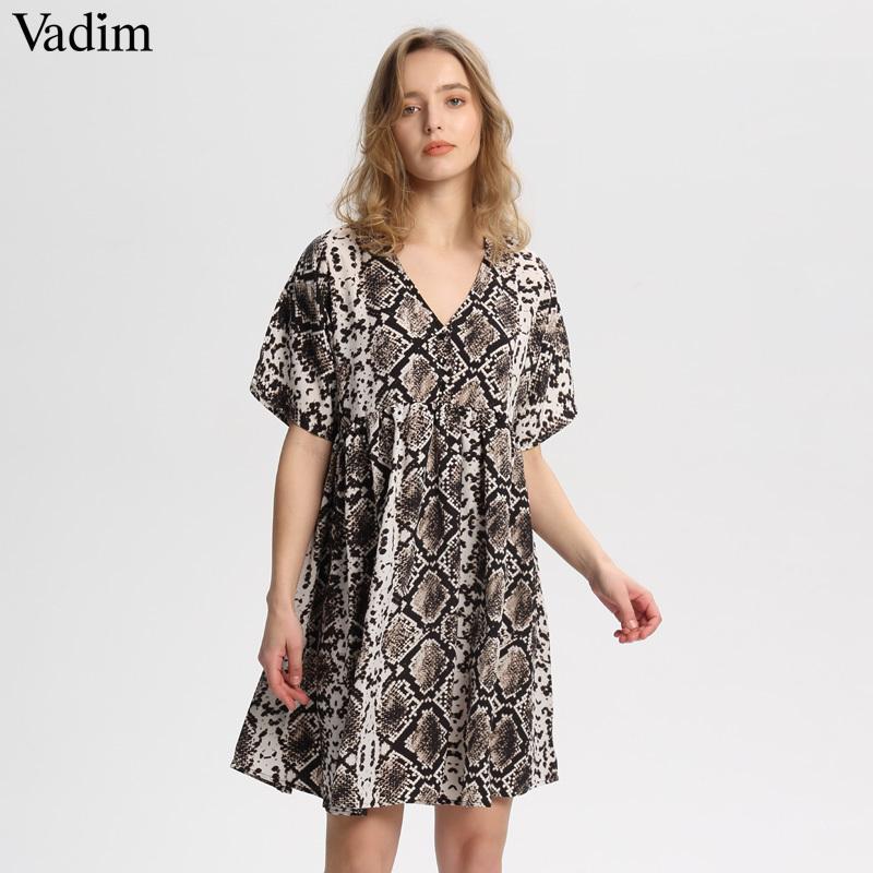 5163b9b1a Compre Vadim Mulheres Elegante Cobra Imprimir Mini Vestido Com Decote Em V  Manga Curta Reta Plissada Feminino Casual Solto Bonito Vestidos Vestidos  Qa535 ...