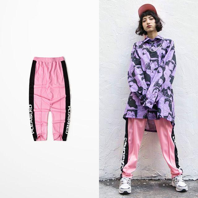 Compre Kanye West Hip Hop Maré Marca High Street Calças Dos Homens De Skate  Bonito Calças Rosa Masculino Rap Cantor Dança Calças Dos Homens E Mulheres  De ... cceac1e7c12