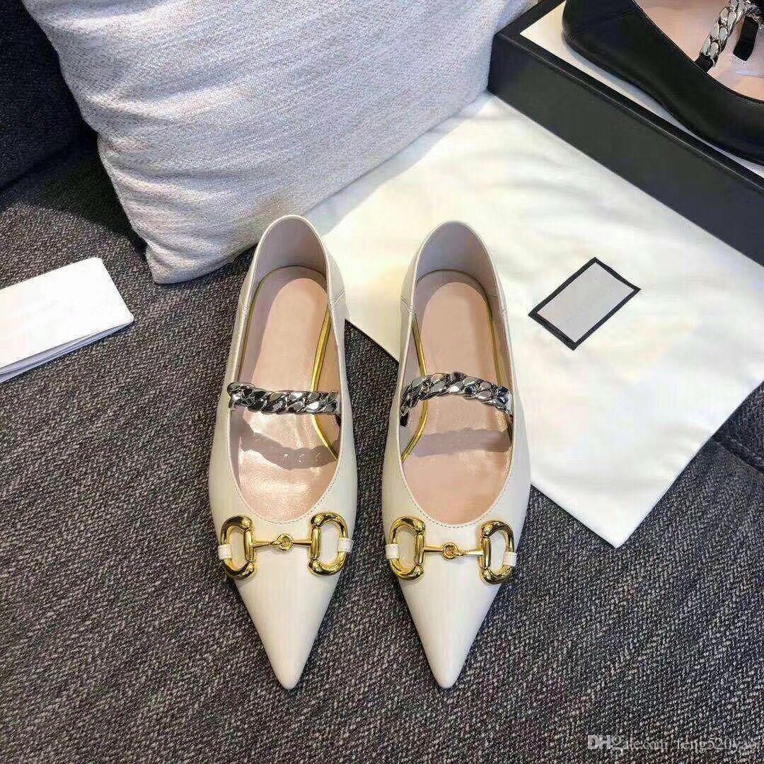 2020 여름 새로운 디자이너 여성 정장 구두 100 % 가죽 패션 브랜드 뾰족한 신발 금속 편지 럭셔리 여성 플랫 캐주얼 신발 크기 35-41