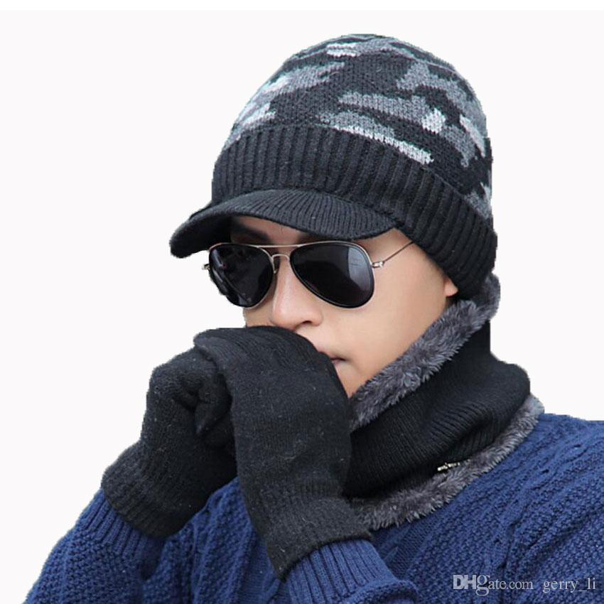 a429889129 Großhandel Männer Wintermütze Und Schal Handschuhe 3 Stücke Set Für Frauen  Schals Kappe Mit Krempe Visier Skullies Mützen Männliche Warme Mützen  Balaclava ...