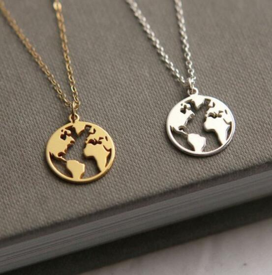 3fa72bc21094 Nuevo Colgante Mapa del Mundo Collares Día de la Tierra Wanderlust Joyería  personalizada metal moda Collar Regalo para Mujer Hombre