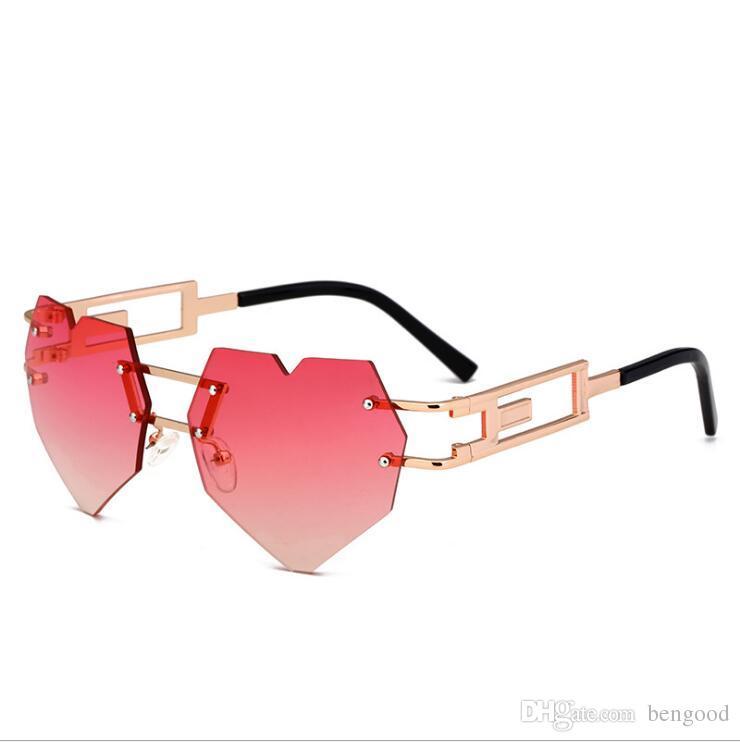 Compre 2019 Nova Moda Amor Coração Óculos De Sol Das Mulheres Bonito Sexy  Retro Eyewer Vintage Barato Óculos De Sol Doce Vermelho Feminino De  Beypan9013, ... e9ca44199e
