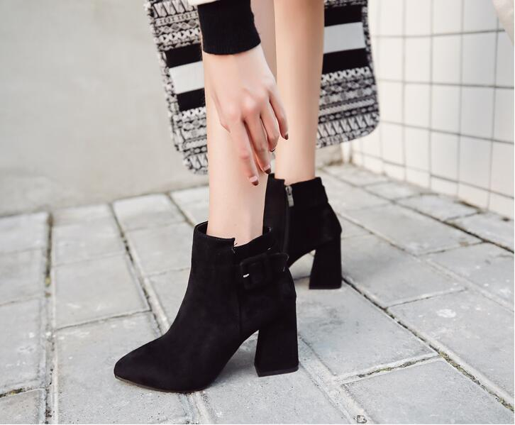069d29eabf1 2018 autumn and winter models with high-heeled thick with pointed Korean  women s shoes boots belt buckle Martin boots