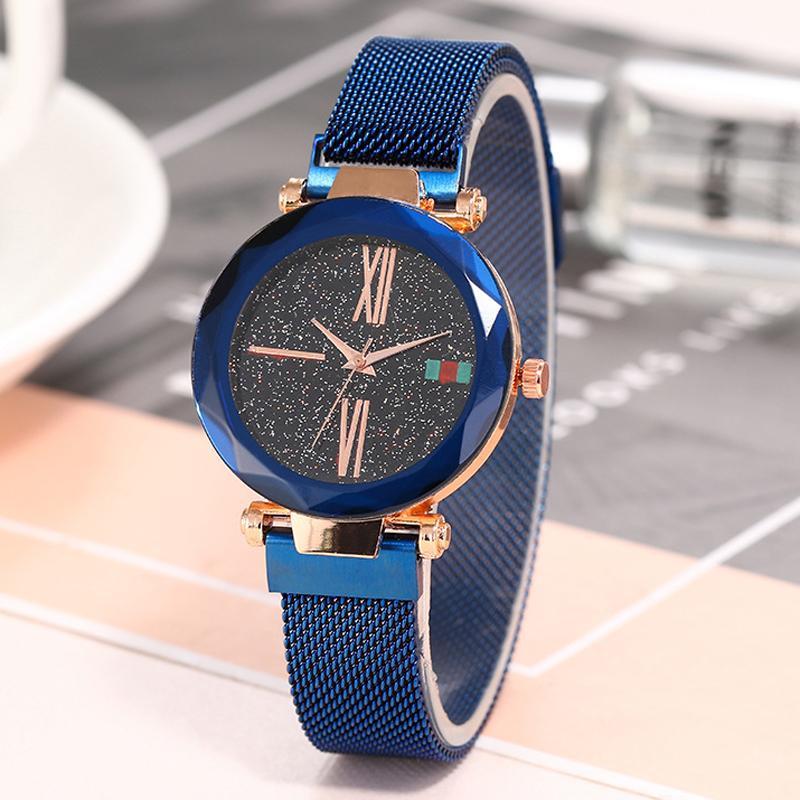 308cc2ee3f0 Compre 2018 Novas Mulheres Relógios Ímã Céu Estrelado Simples Moda À Prova  D  Água Numeral Romano De Aço Inoxidável Relógio De Quartzo De Huazu