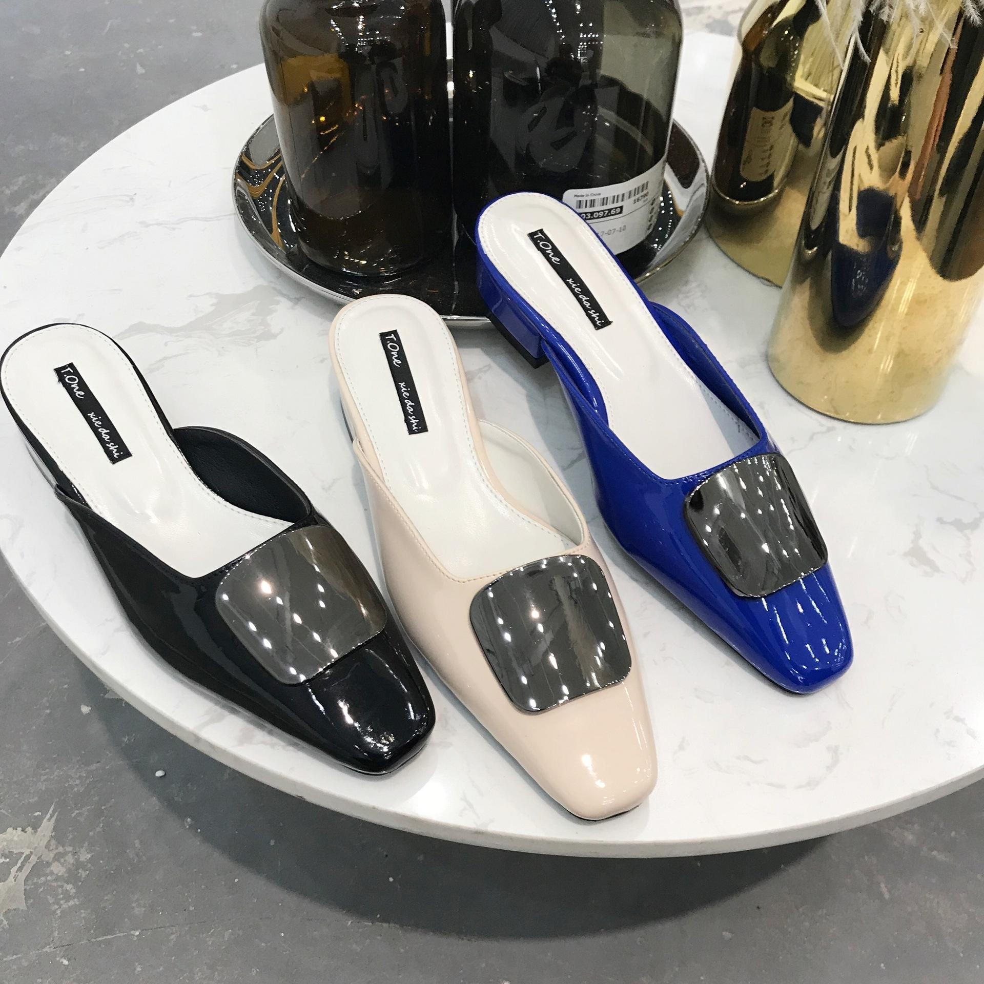 Sexy2019 One Baotou Xia Word Of Mouth Patent Leather Noodles Small Square Metal Fastener Dawdler Slipper