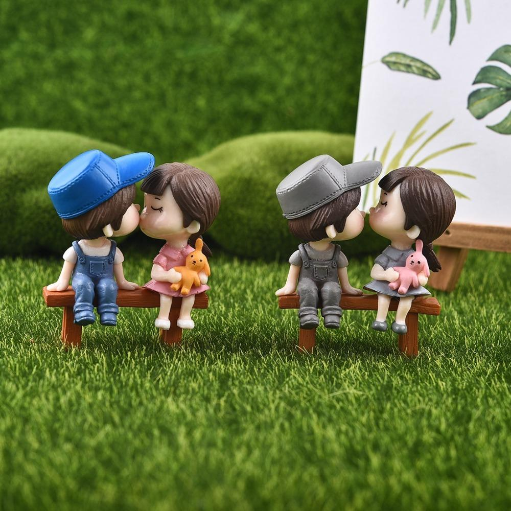 ecoration Crafts Figurines Miniatures Hot 1 set Sweety Lovers Couple with Chair Figurines Miniatures Resin Crafts Fairy Garden Gnome Moss...
