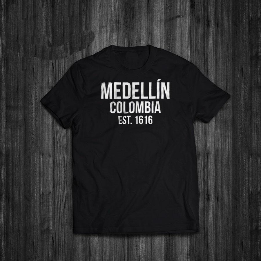 bede78b10e Compre 2019 Venta Caliente Super Moda Verano Divertido Imprimir Camisetas  Narcos Medellin Est 1616 Pablo Escobar Película Camiseta A $24.2 Del  Purezony ...