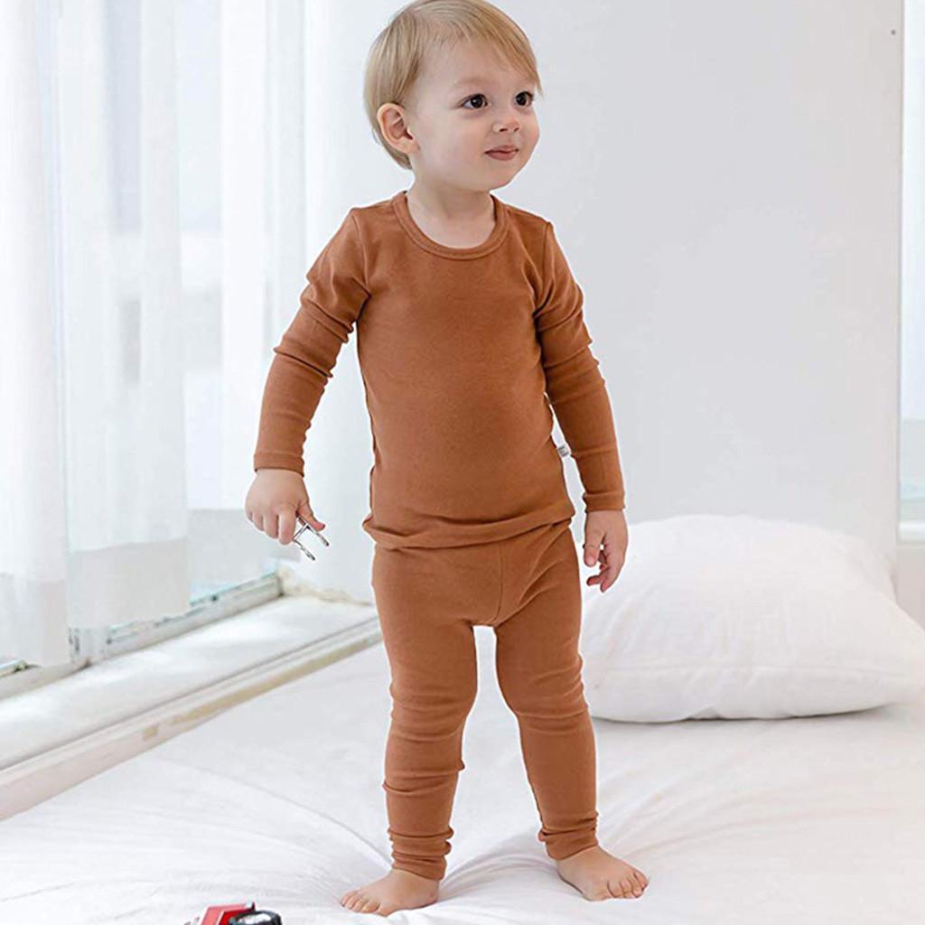 bfcb8fd68 Compre 2018 Crianças Pijamas Crianças Pijamas Set Pijama Do Bebê De Manga  Longa Sólidos Tops + Calças Meninos Meninas Sleepwear Outfit Nightwear De  ...