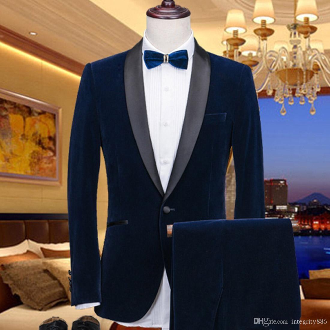 Acquista Smoking Blu Navy Dello Sposo Dello Sposo Del Velluto Nero Abiti Da  Sposo Bavero Dello Sposo Di Groomsmen Degli Uomini Di Stile Di Inverno Di  ... 2420b7e2fe1