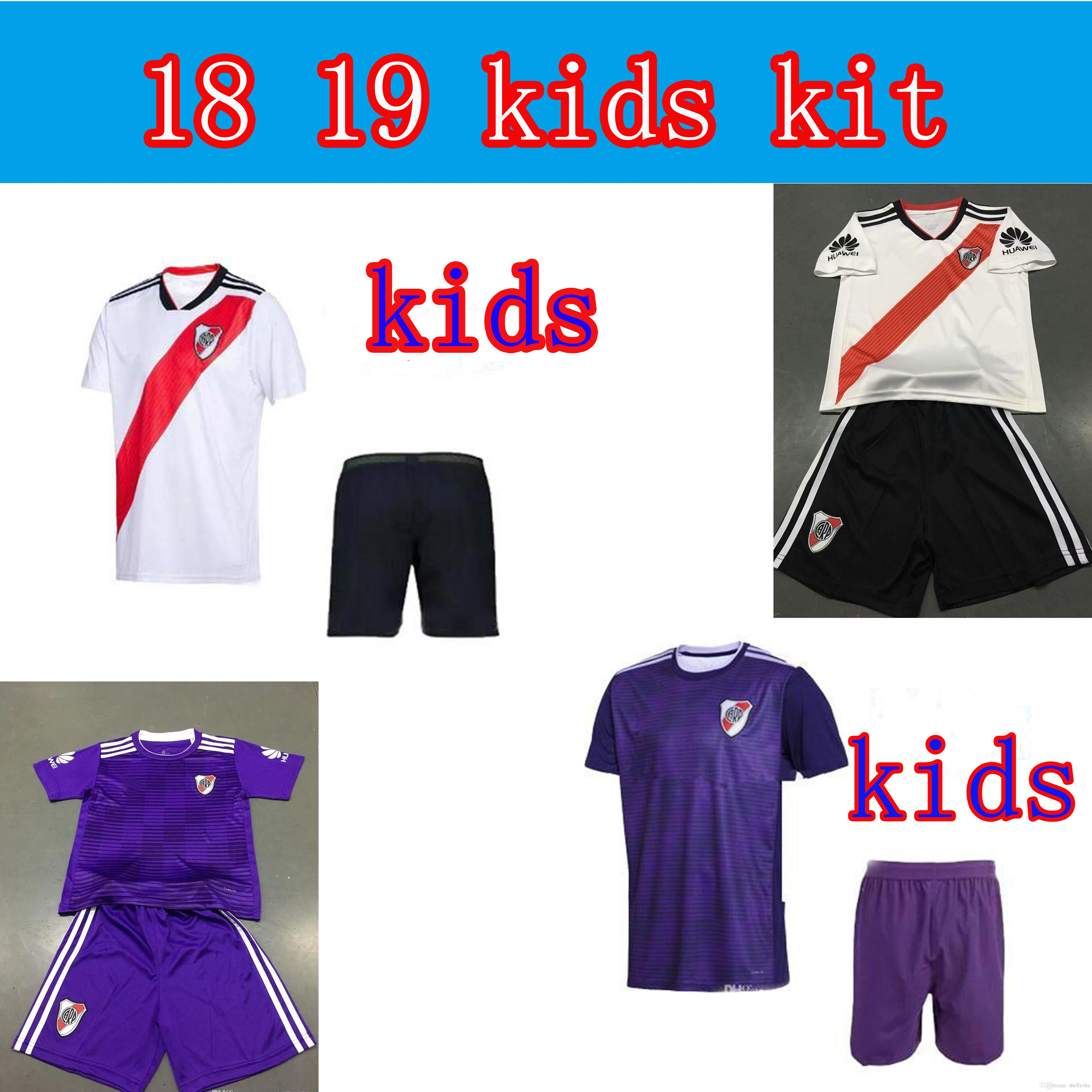 3aaf0152933c1 Camiseta De Fútbol Infantil 2018 River Plate Infantil 18 19 River Plate  SCOCCO CASCO 18 19 G. MARTINEZ PONZIO MARTINEZ PEREZ En Casa Camiseta De  Fútbol ...