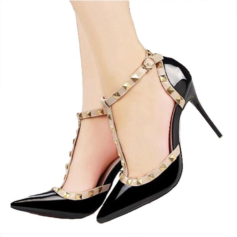 ee45bc822d5 Compre Diseñador De Zapatos De Vestir Mujer Libre Del Envío 2019 Mujeres  Del Verano De Moda Sandalias Femeninas Remache De Metal Decoración De Cuero  De La ...